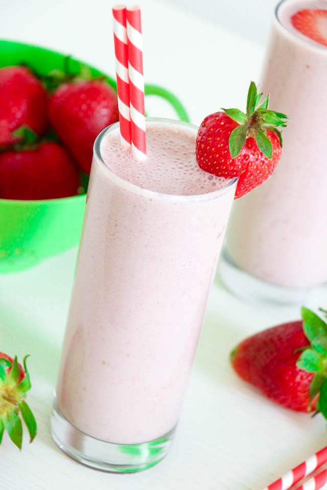 Healthy Strawberry Milkshake Vegan