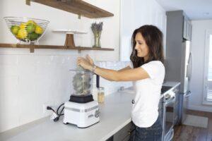 Elaine Gordon making smoothie with smoothie freezer bag