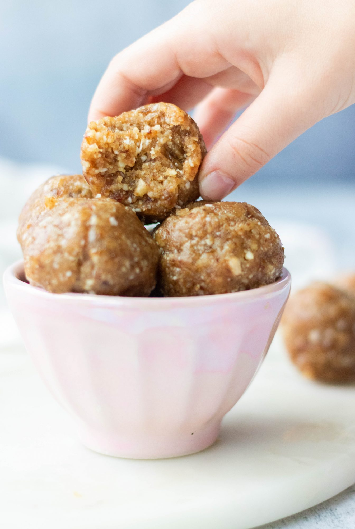 Easy No-Bake Date Energy Balls