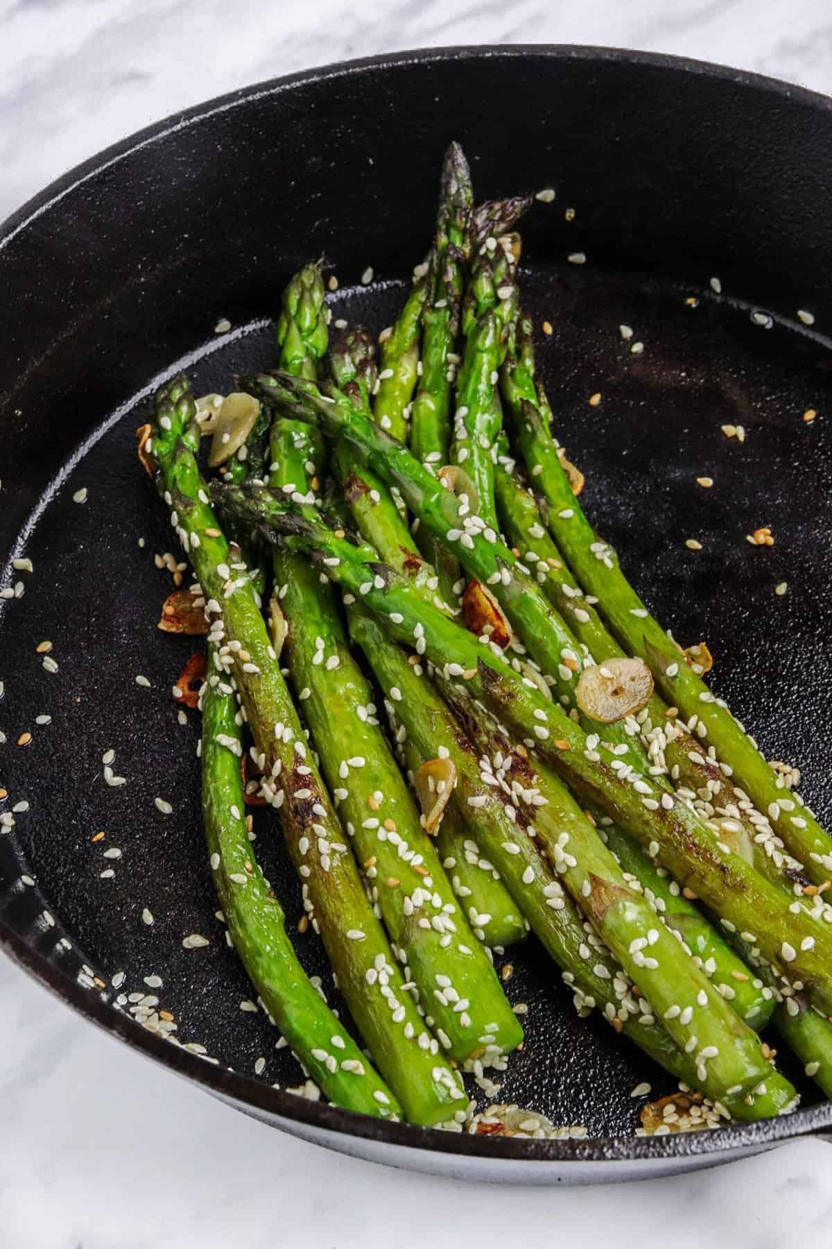 One-Skillet Garlic Asparagus