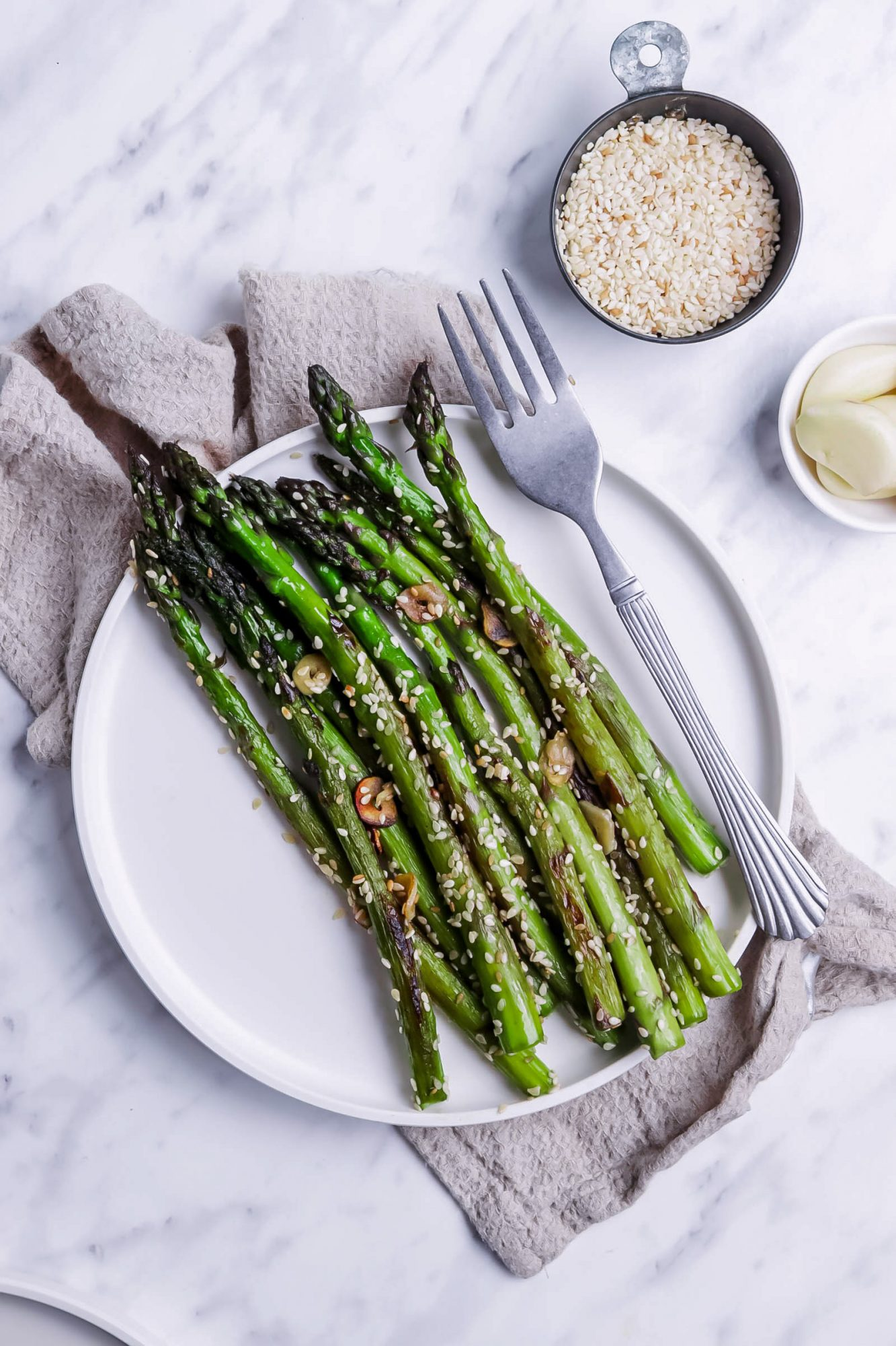 One-Skillet Garlic Asparagus with Sesame Seeds